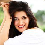 Kriti Sanon Biography, Wiki, Birthday, Age, Height, Boyfriend, Family, Career, Instagram, Net Worth
