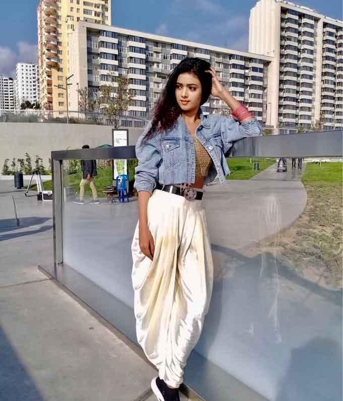 Neha Solanki Biography, Wiki, Birthday, Age, Height, Boyfriend, Family, Career, Instagram, Net Worth