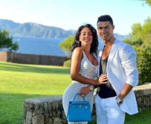 Cristiano Ronaldo Biography, Wiki, Birthday, Age, Height, Girlfriend, Family, Career, Instagram, Net Worth